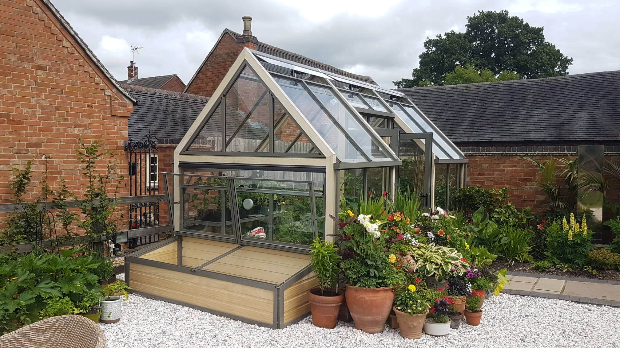 Striking greenhouse design