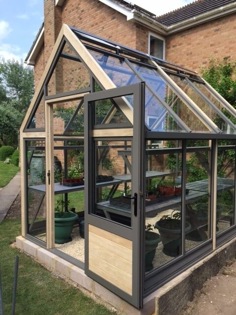 8 x 10 greenhouse with hinged door