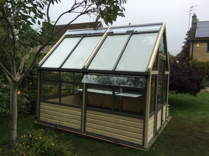 greenhouse with manual side vents