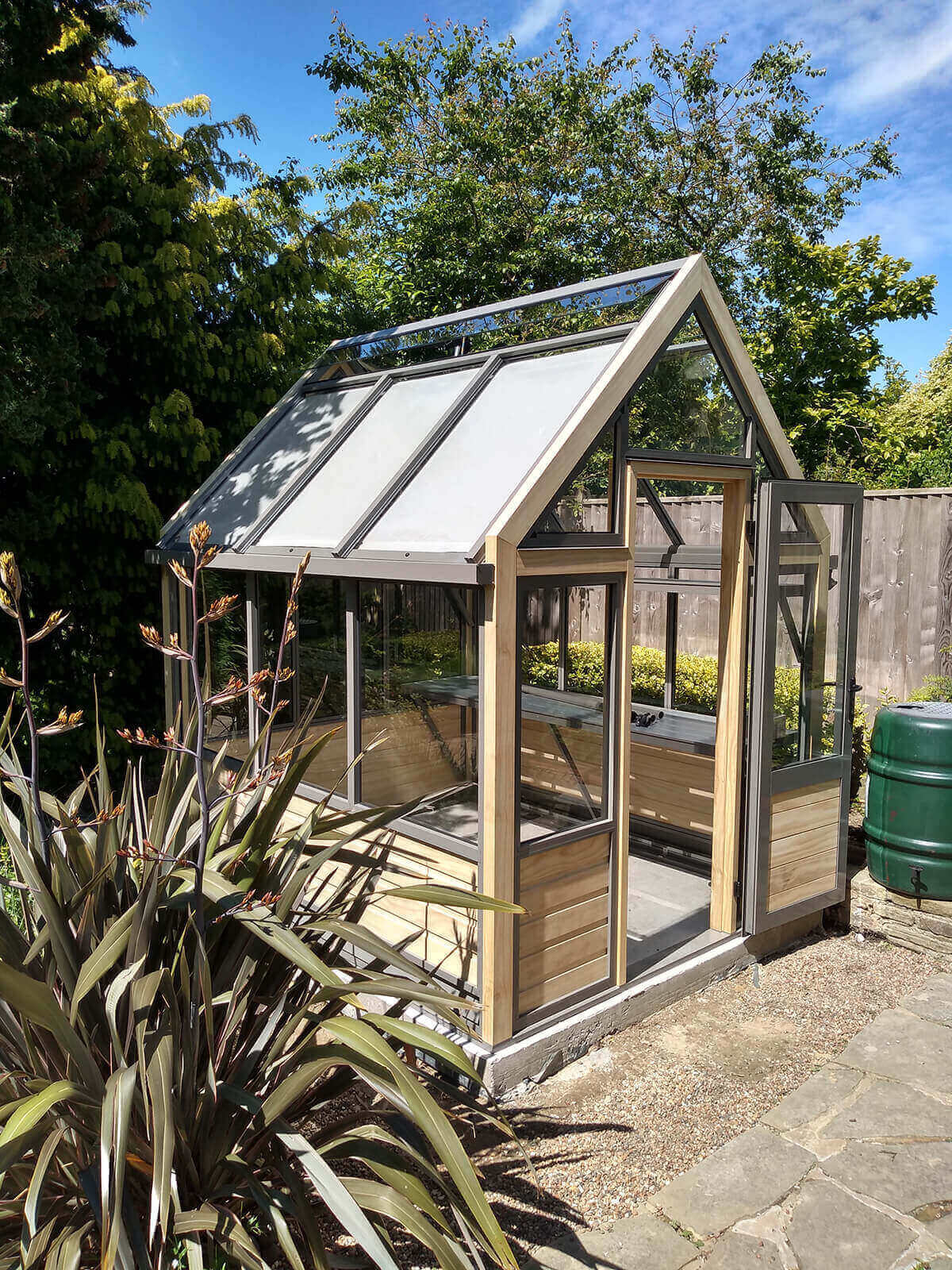 New modern small greenhouse in accoya