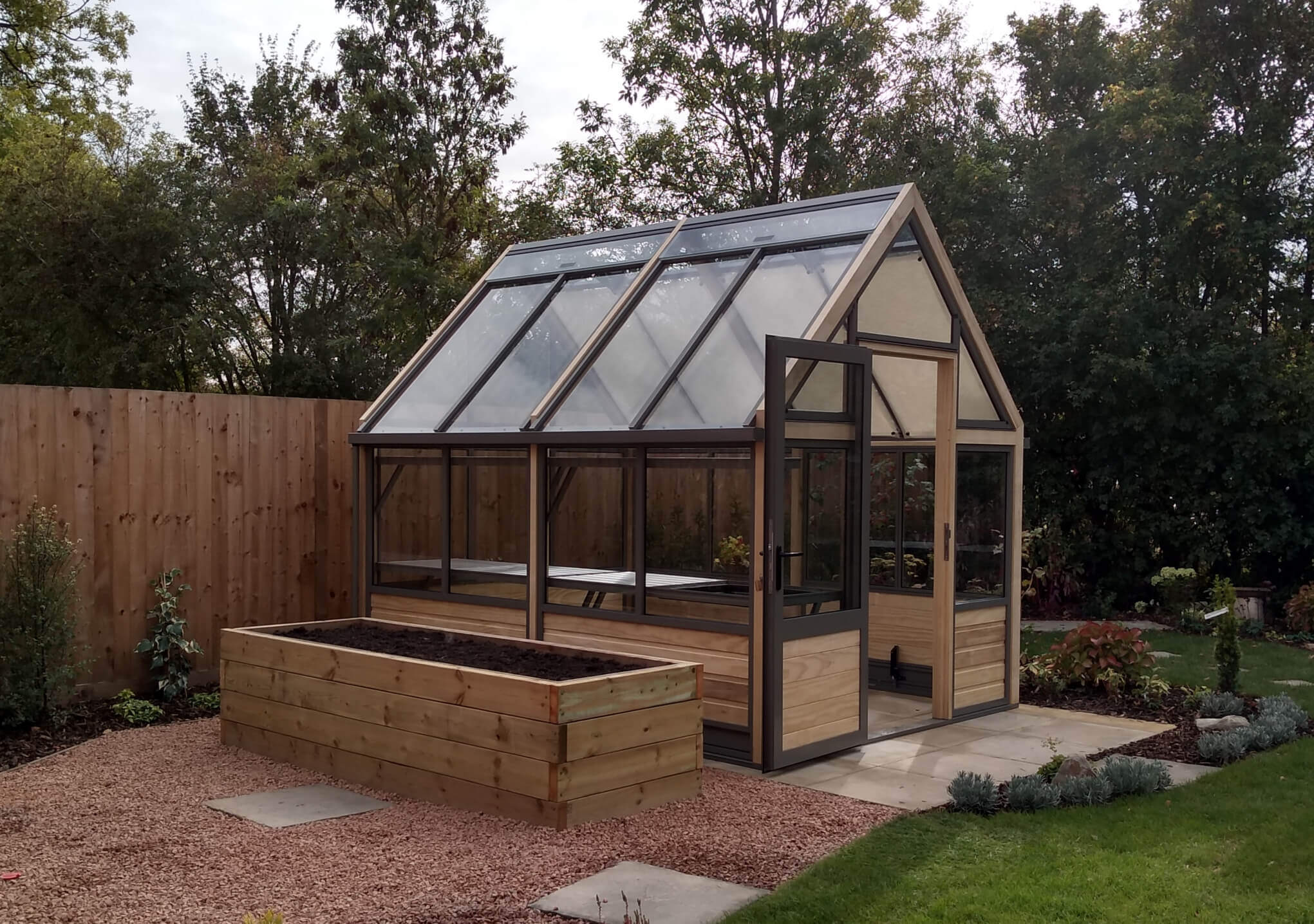 Greenhouse in wood measuring 8 foot by 10 foot